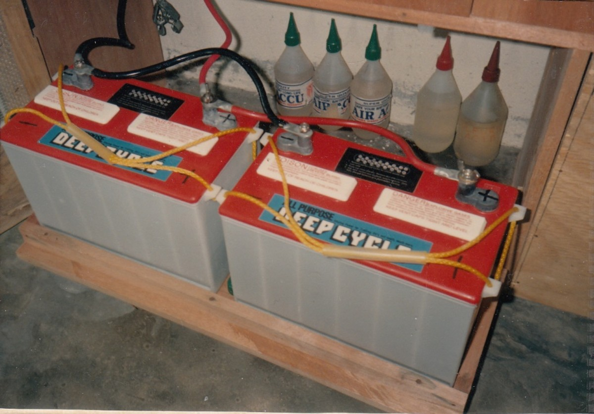 Marine deep-cycle batteries are connected in parallel with 6/0 AWG cable.