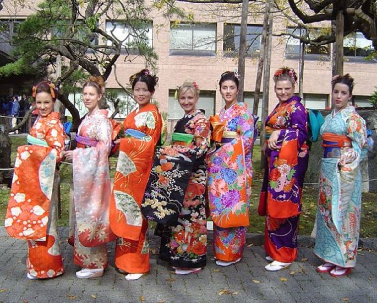 This picture gives me a great idea for a group Halloween costume!  I wonder what you call a bunch of geishas?  This picture is used under the terms of the GNU Free Documentation License.