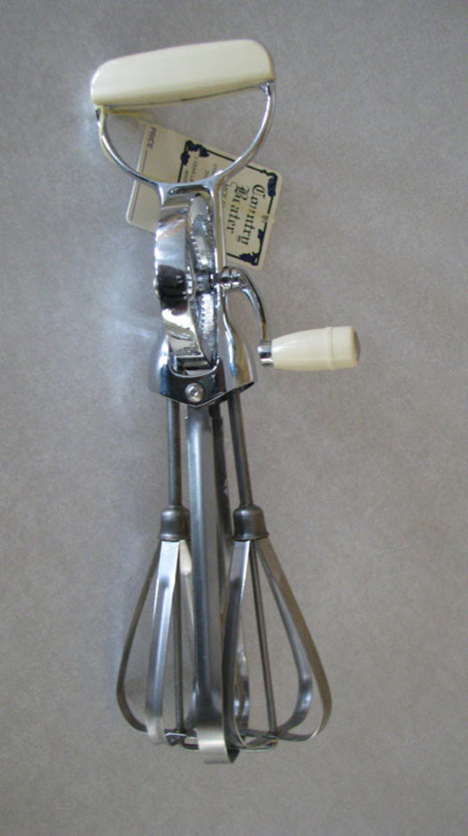 "Reproduction ""Daisy Country Egg Beater"""