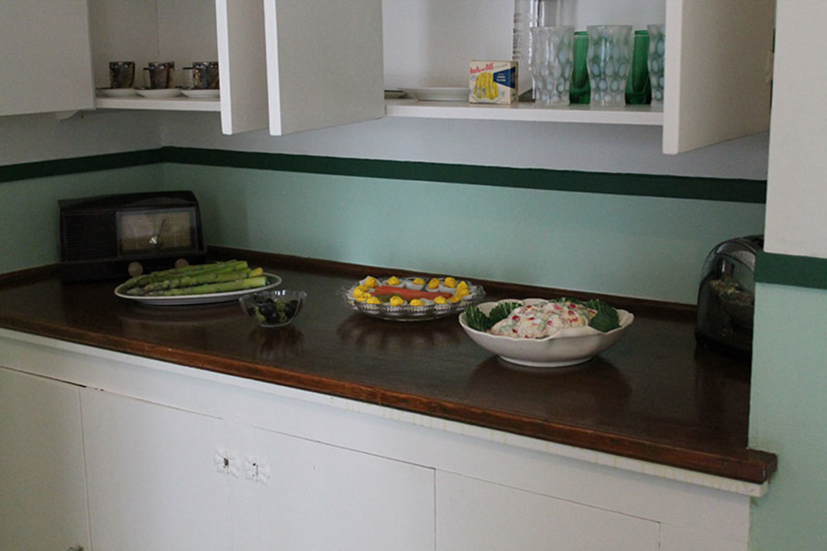 Side kitchen counter