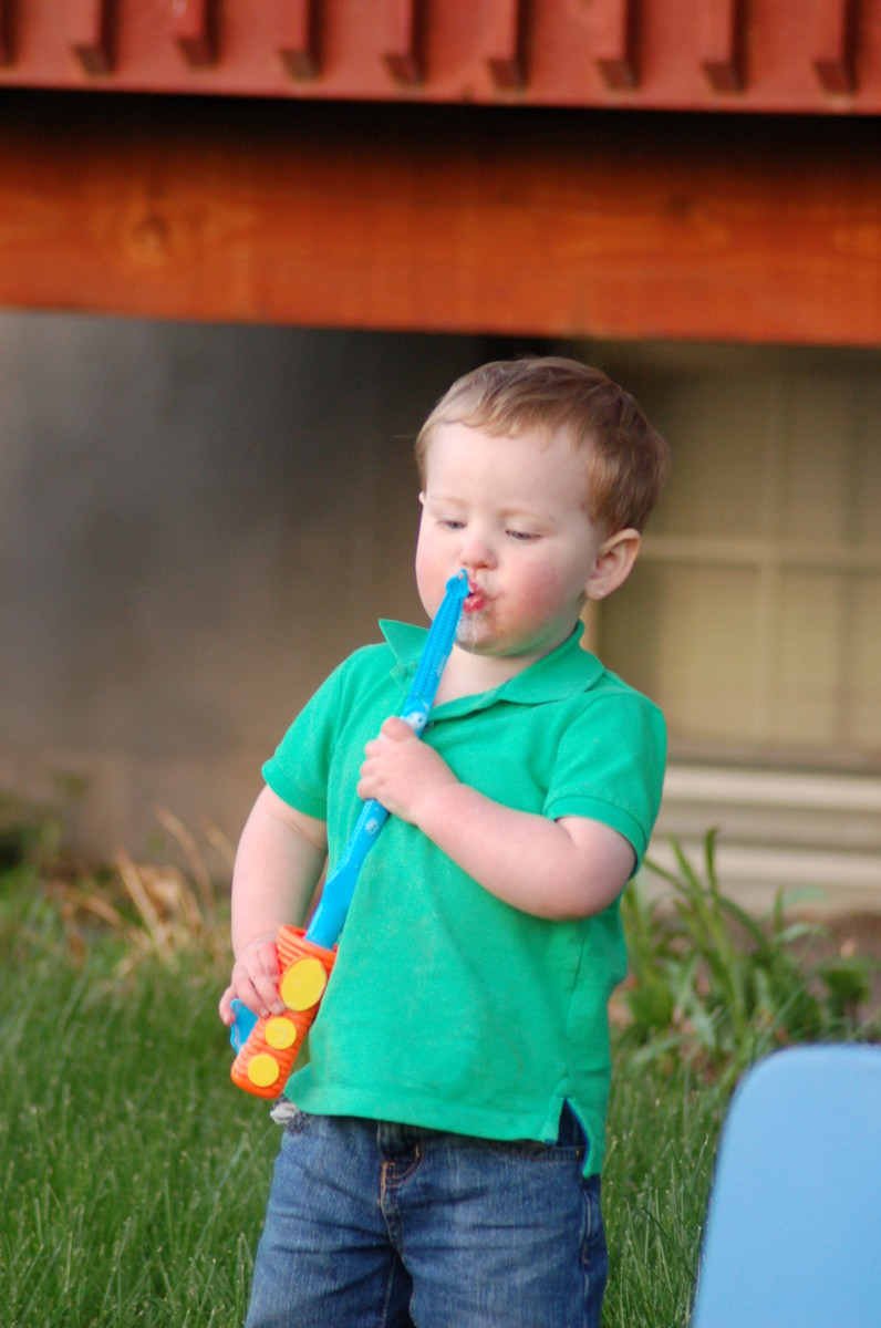 recipe-for-how-to-make-your-own-homemade-bubble-solution-with-ideas-for-bubble-blowers-and-wands