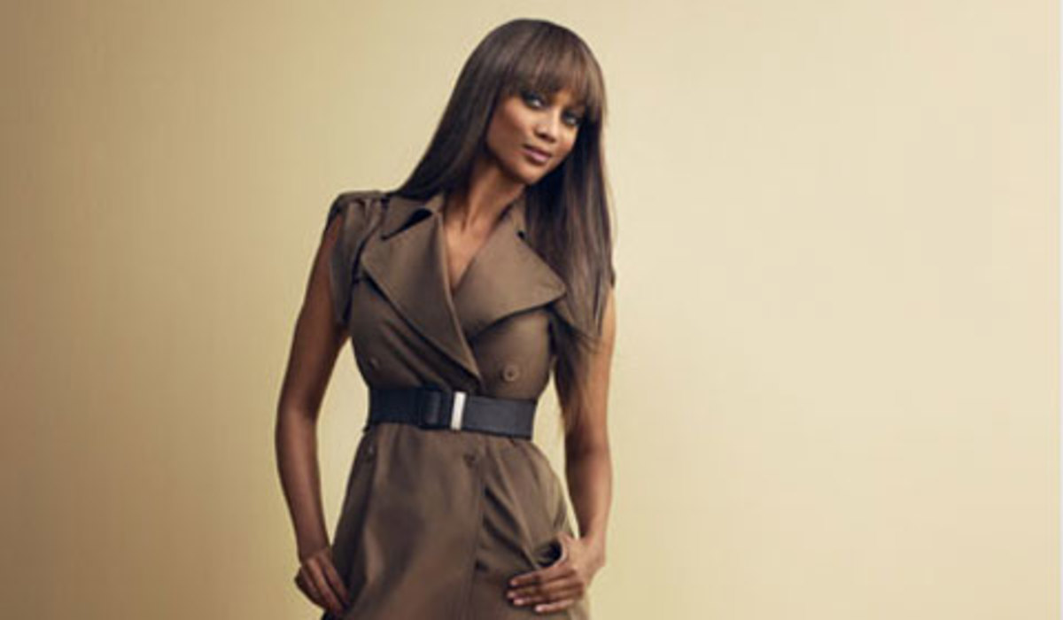 Tyra Banks paired her dress with a trendy belt