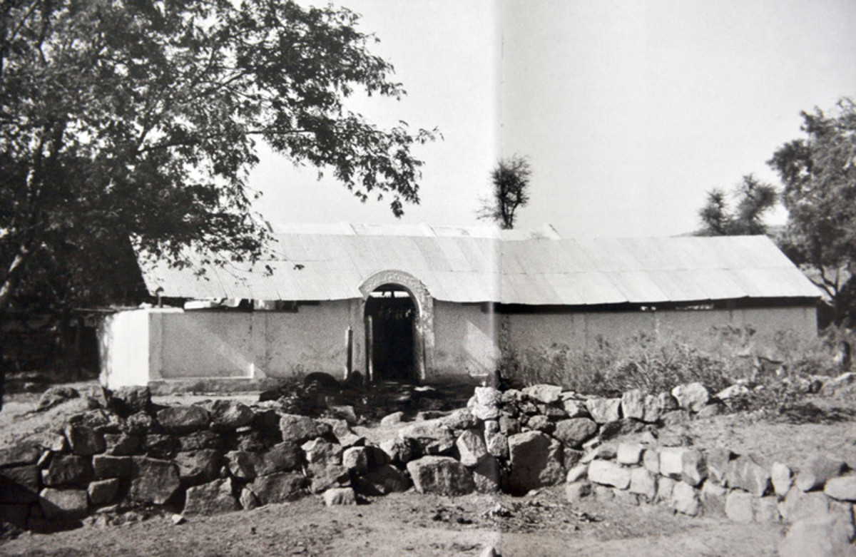 This was the first mandir along with an extension that was built to accommodate the increasing number of devotees that began to throng Puttaparthi.