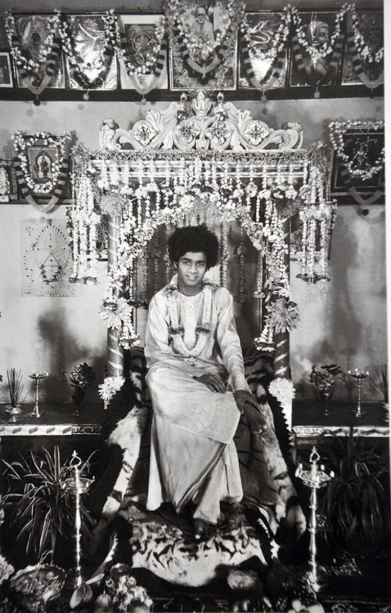 Swami became the living God of many specially made altars at the devotees' homes. He would be worshiped in an elaborate ritual. Imagine the good fortune of those devotees!