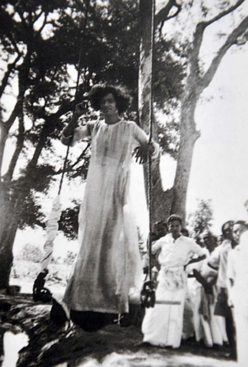 Swami often went for picnics in the forests around Puttaparthi. There, the devotees delighted in swinging Him. There are several miraculous experiences related to the swing too.