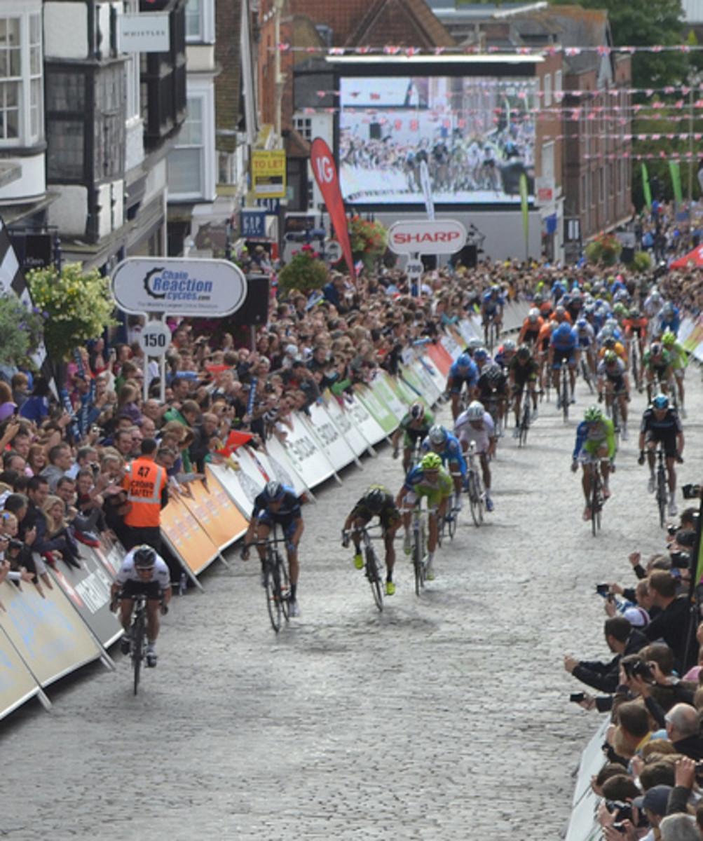 Mark Cavendish winning a bunch sprint