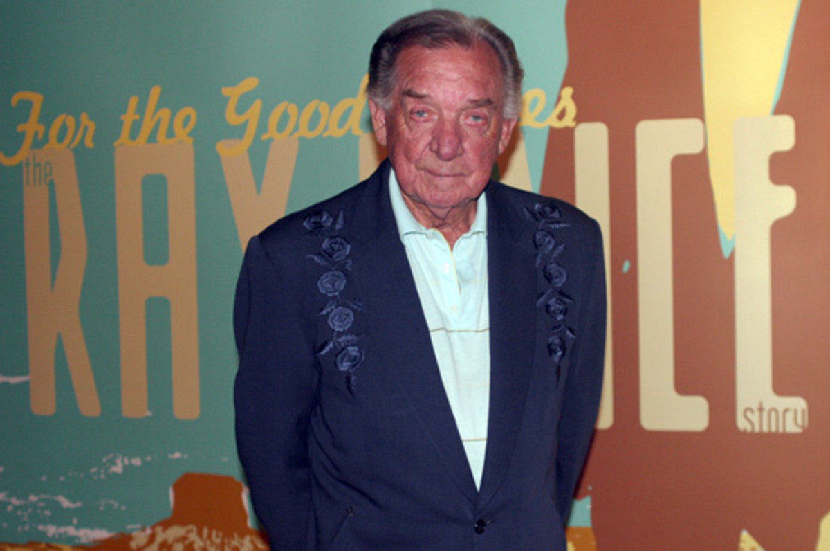 Ray Price tours an exhibit honoring his career in August 2006