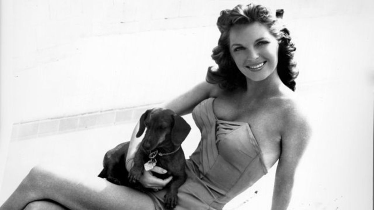 Julie London - a sultry pin up for American GIs