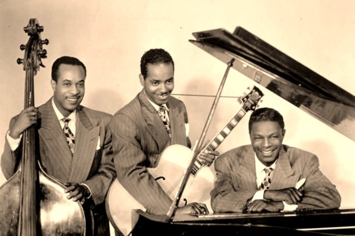 The King Cole Trio : Nat King Cole on the piano, Oscar Moore on Guitar and Wesley Prince on the Doube Bass