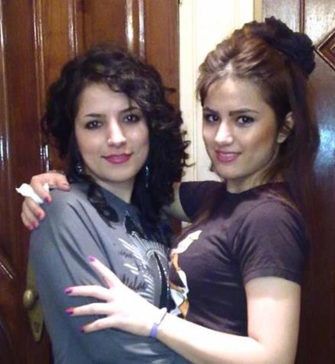 ©  Bahareh and her sister, Niloofar