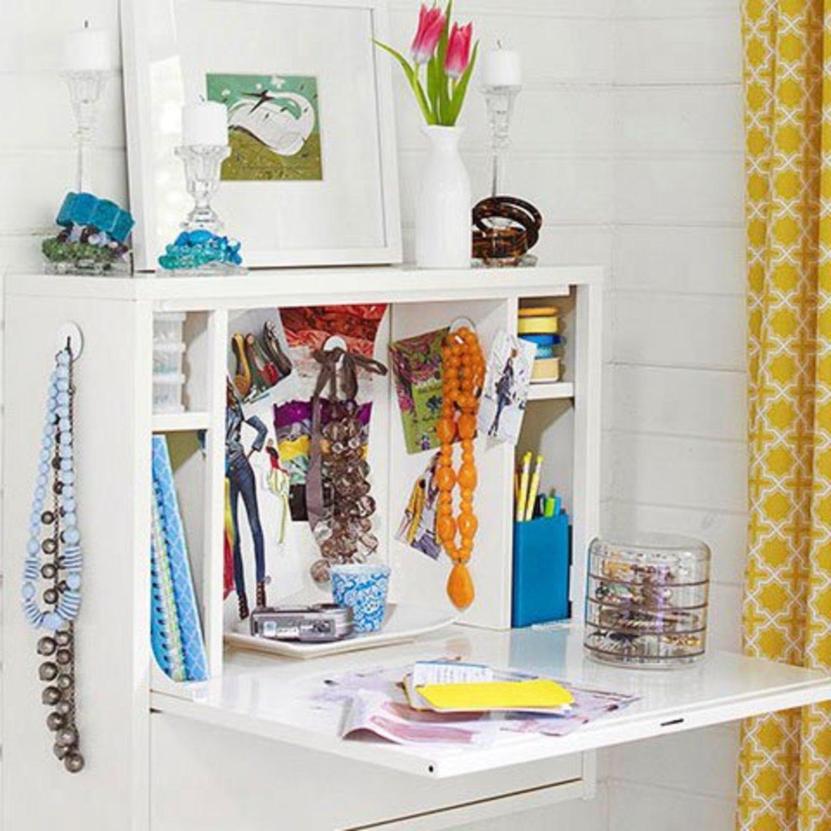 Wallmount Desk Jewelry Storage | Easy Organization Ideas for the Home