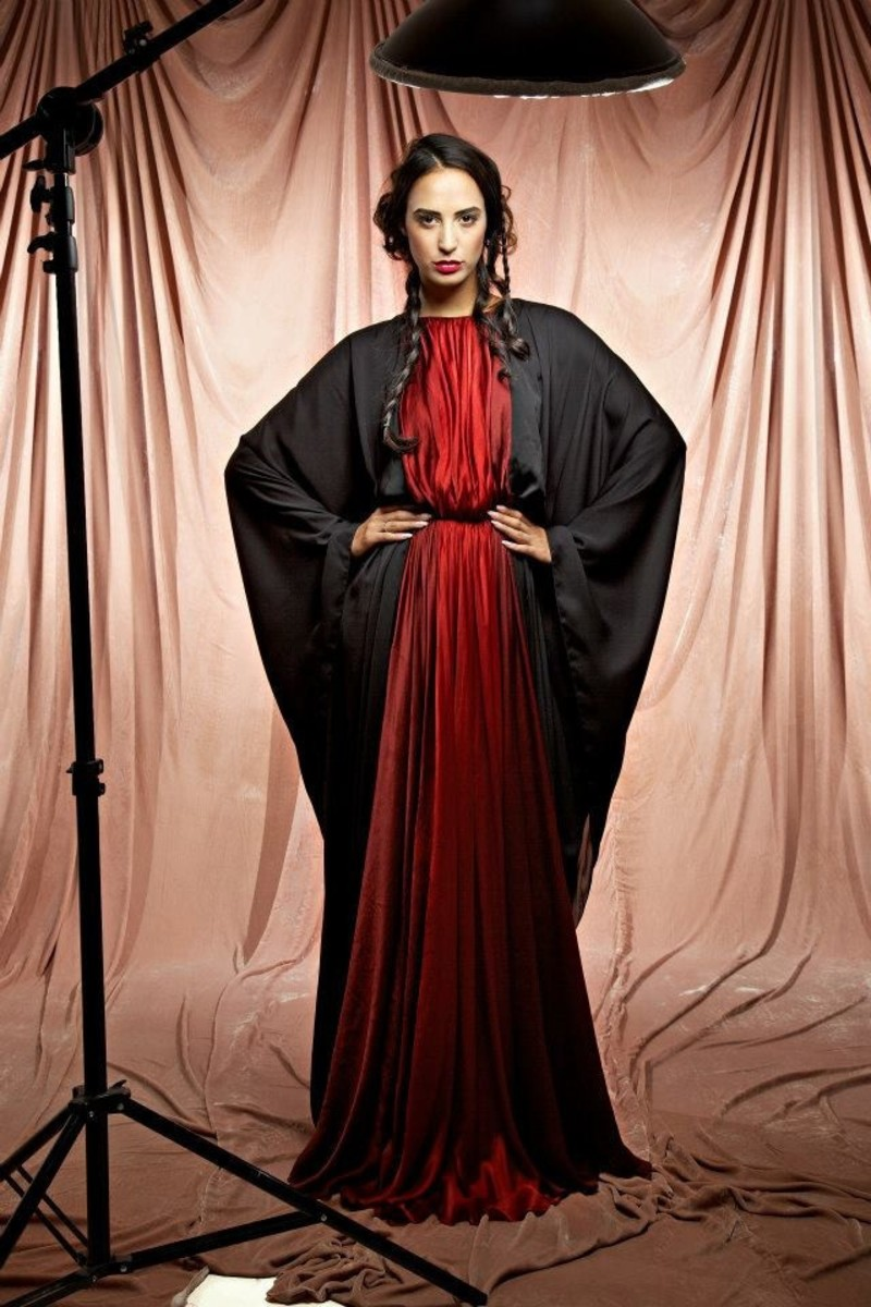 Gorgeous Black and red abaya style