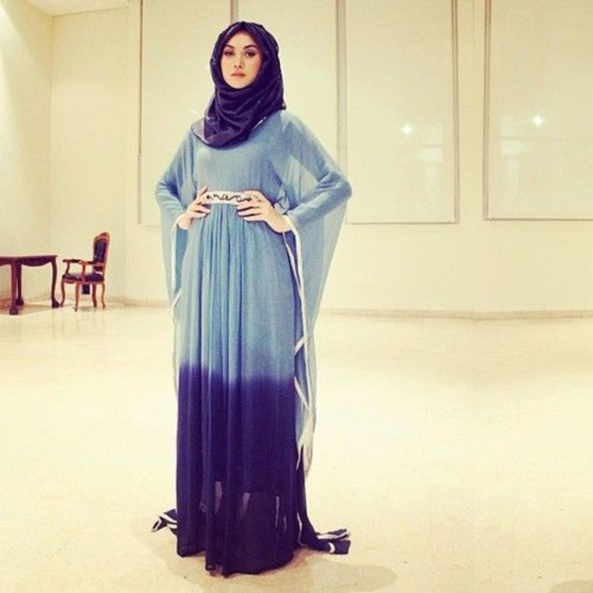Kaftan style abaya in light blue and dark blue shade