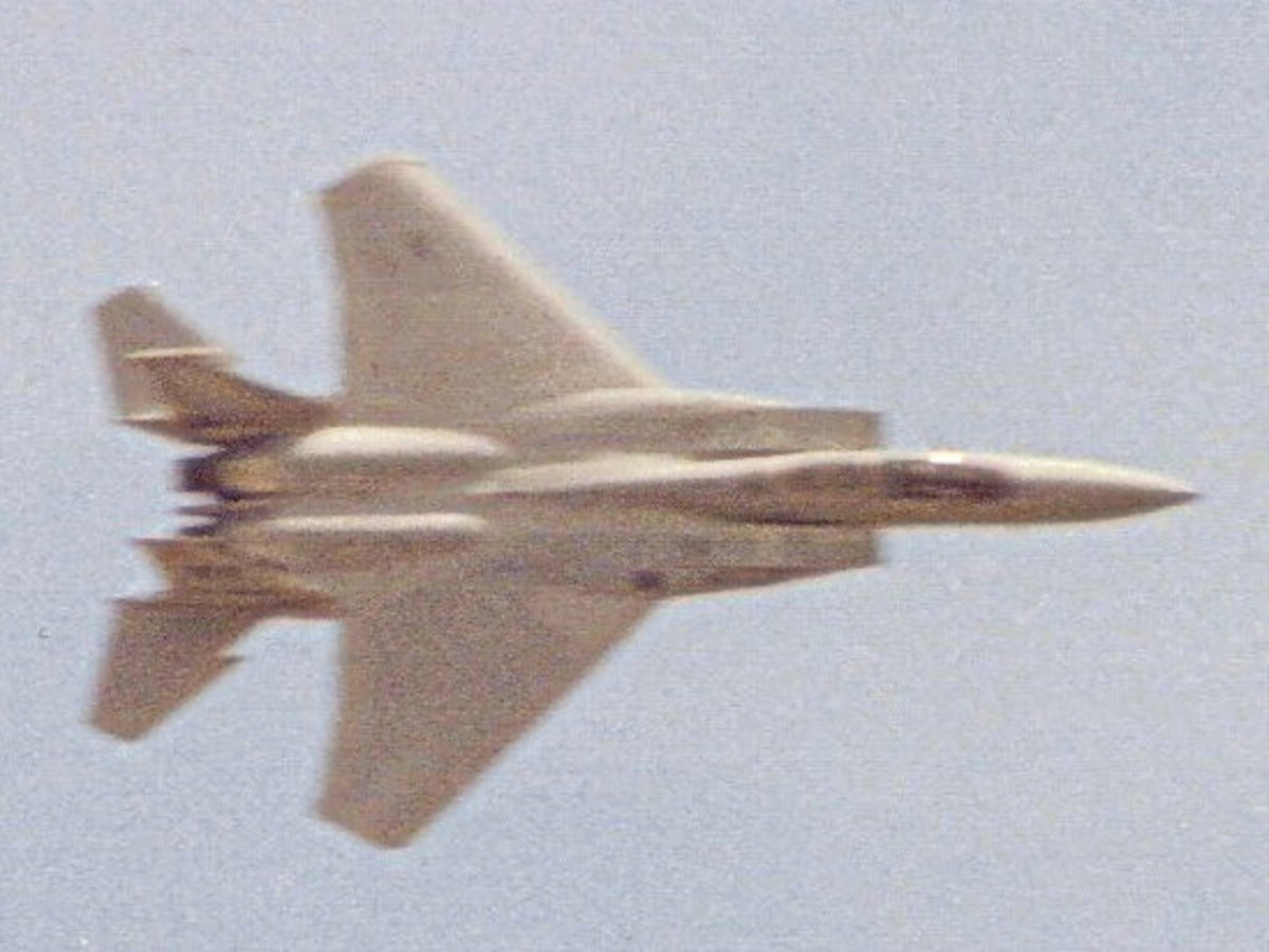 A USAF F-15 Eagle performs at an Andrews AFB open house.