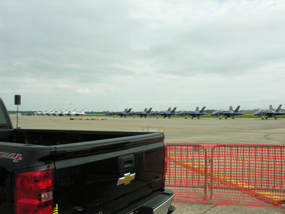 Blue Angels F/A-18s and Thunderbirds F-16s side by side, May 11. 2019.