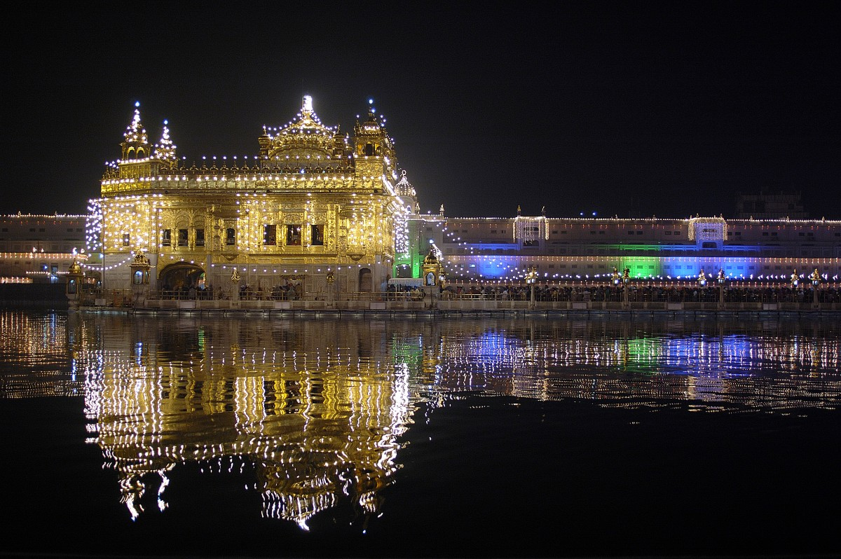 The Golden Temple lit on the occasion of Guru Nanak Dev Ji's birthday celebrations