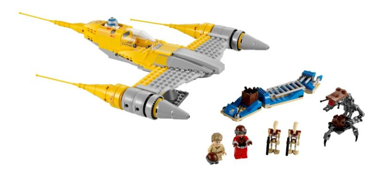 LEGO Star Wars Naboo Starfighter 7877 Assembled