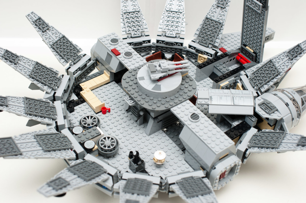 LEGO Star Wars Millennium Falcon 7965 Inside Assembled