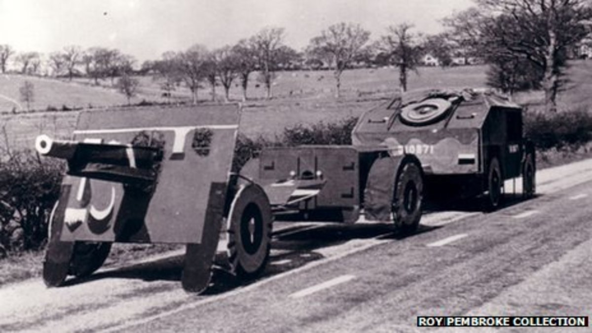 Dummy 25lb field gun and tractor