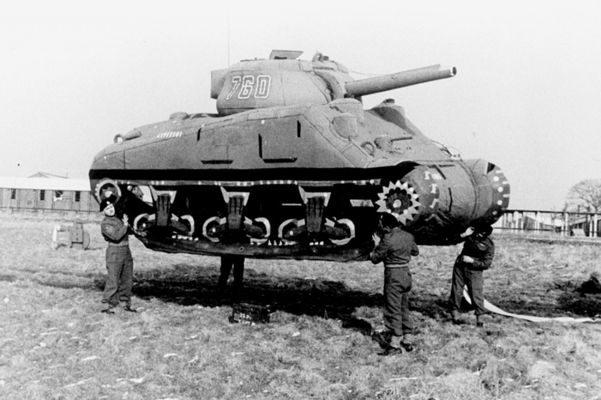 Inflatable dummy tank light enough to be carried by just four