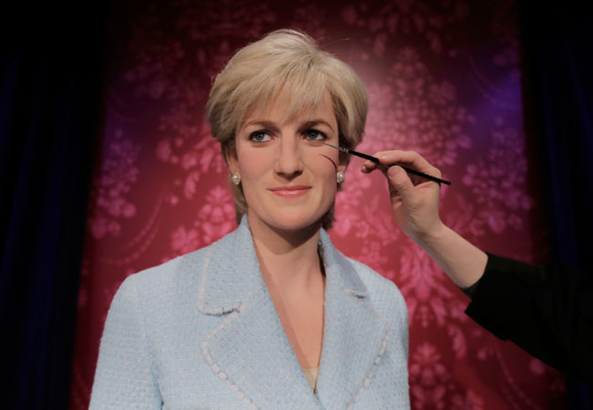 Princess Diana Wax Figure Getting Makeup
