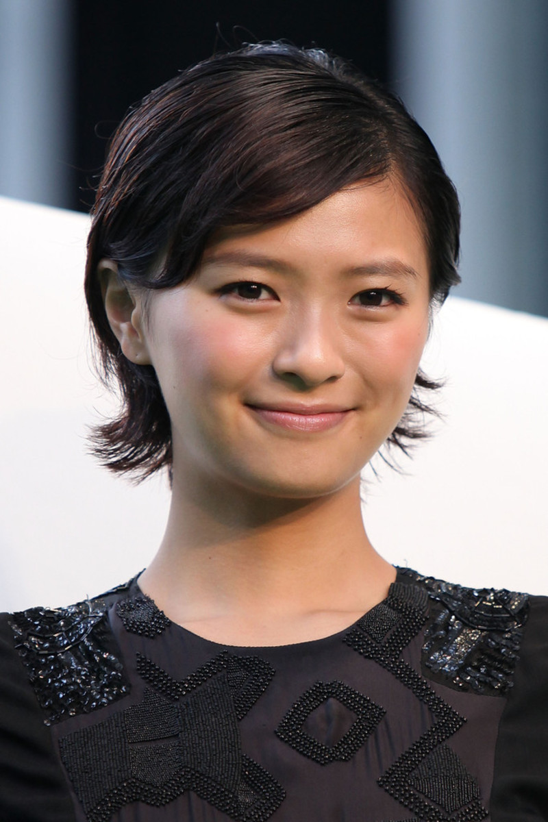 Japanese actress and fashion model Nana Eikura attends the 2011 Tokyo International Film Festival with short hair. She shows her beauty and fashion sense here!