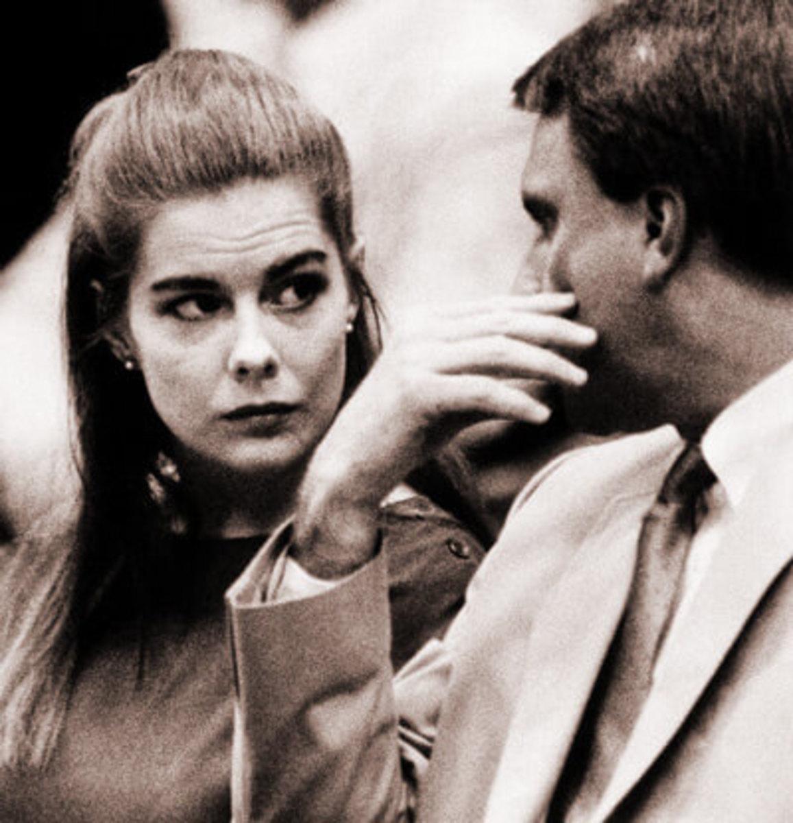 Elizabeth Haysom conferring with her attorney