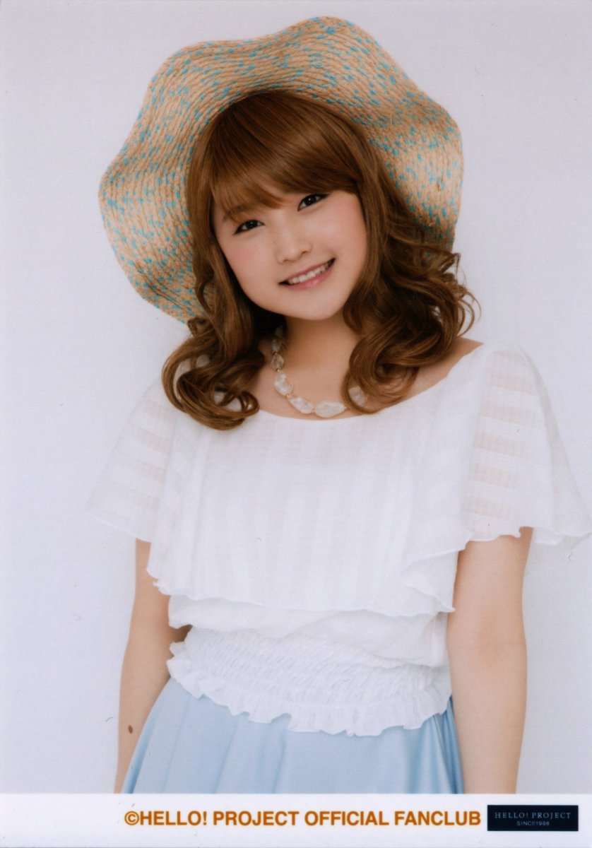 This photo of Sayashi was taken in April 2016. She is very cute just like 10th generation member Ayumi Ishida!