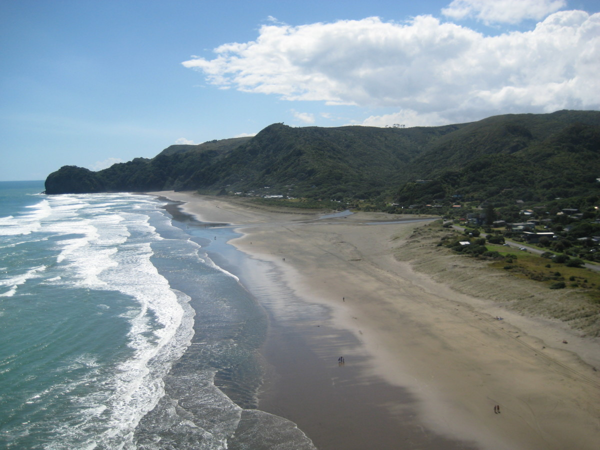 View on the North Piha Beach from the Lion Rock