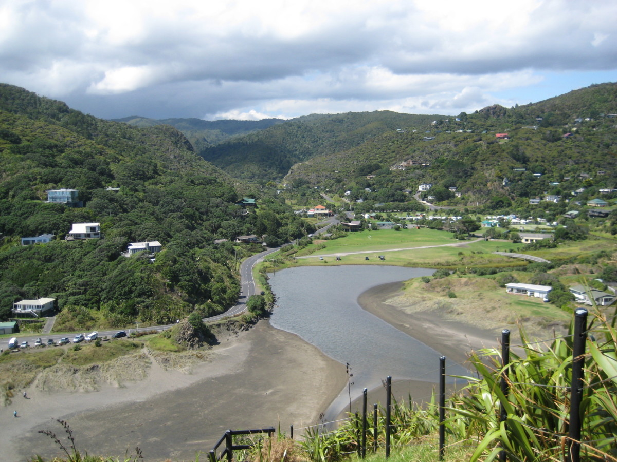 Mighty Waitakere Ranges; view from the Lion Rock