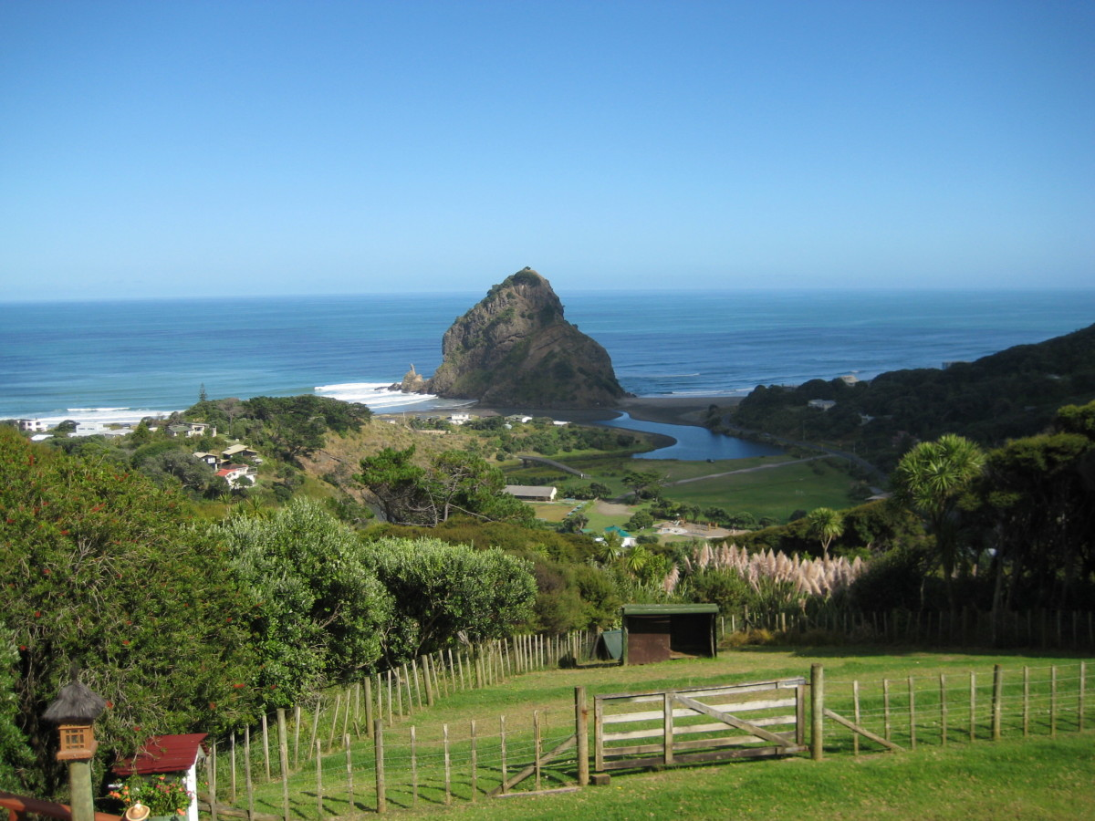 My second view on the Piha Beach; dominating Lion Rock