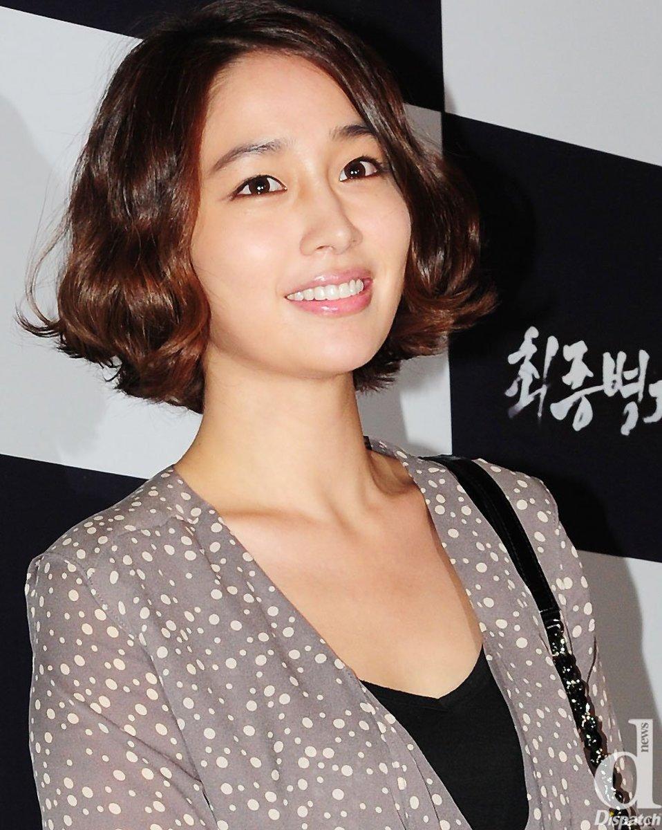 lee-min-jung-beautiful-award-winning-south-korean-actress