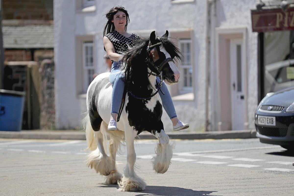 gypsy girl woman at appleby horse fair