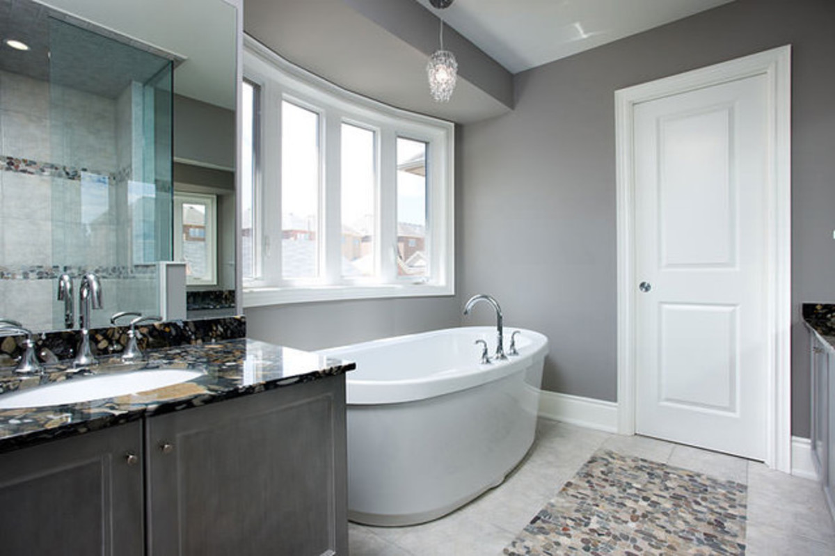 This is a lovely, clean bathroom--a bathroom that dreams is made of.