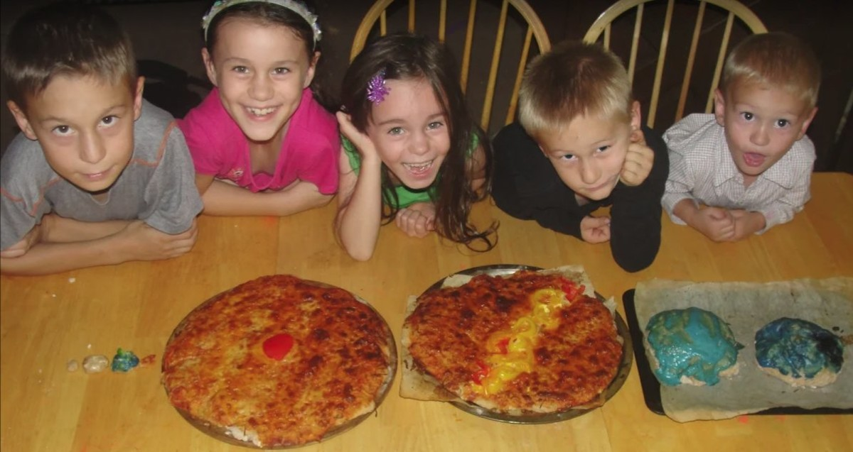 Making planet pizzas was one of the activities we did this week related to the planets during our Science Morning Basket & Activities time.
