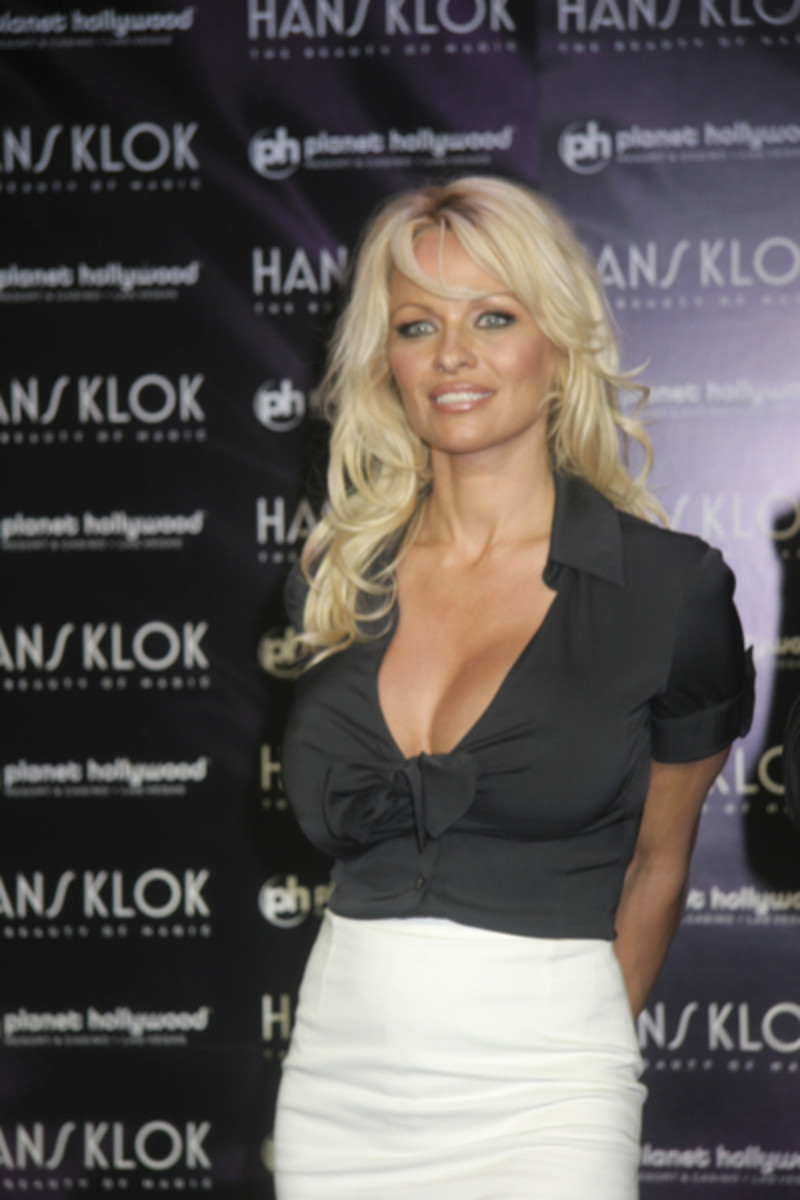 The Ultimate Pamela Anderson Photos Collection