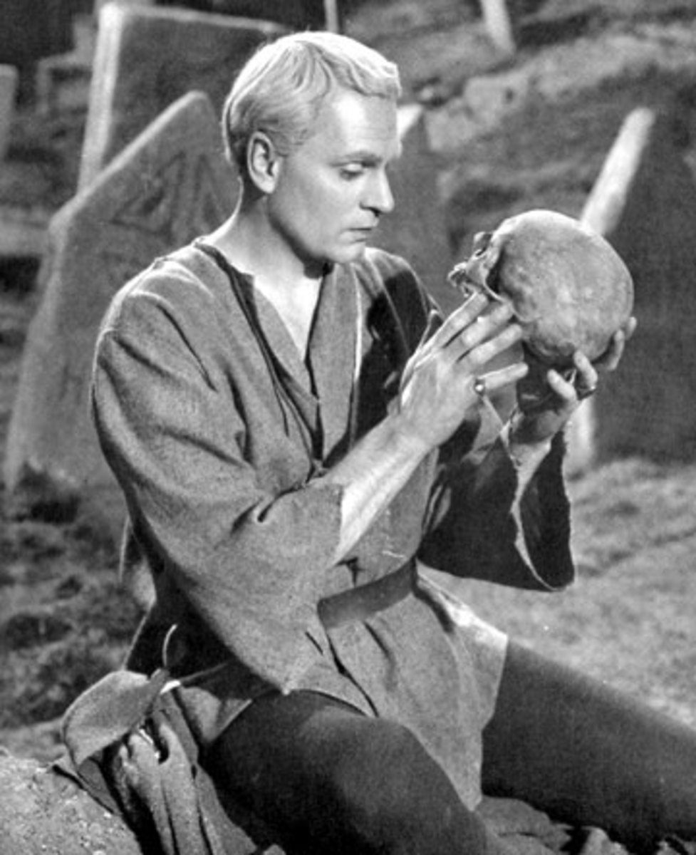 Laurence Olivier as Hamlet: does he look like a moptop?