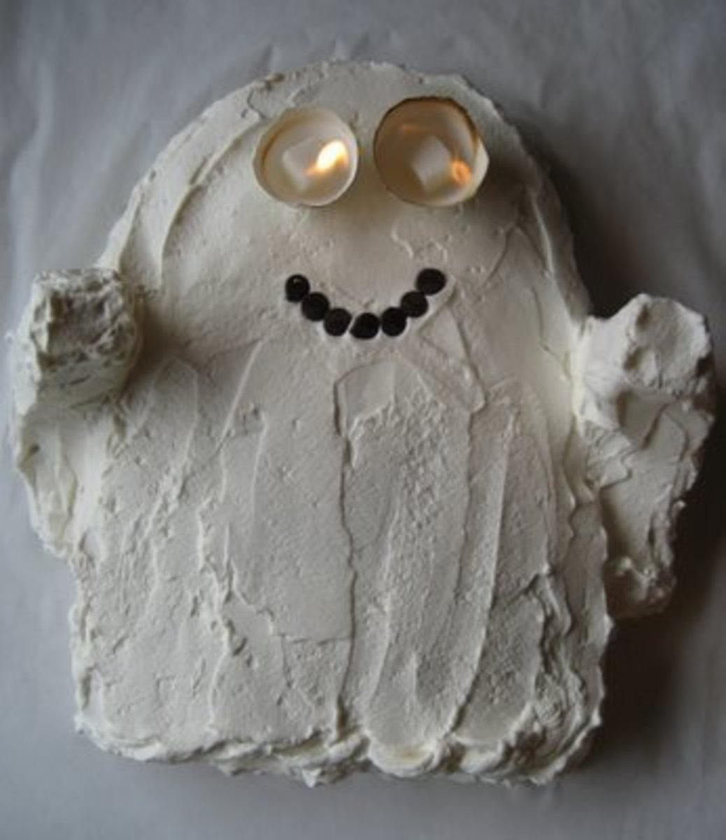 How to Make a Halloween Ghost Cake With Flaming Eyes
