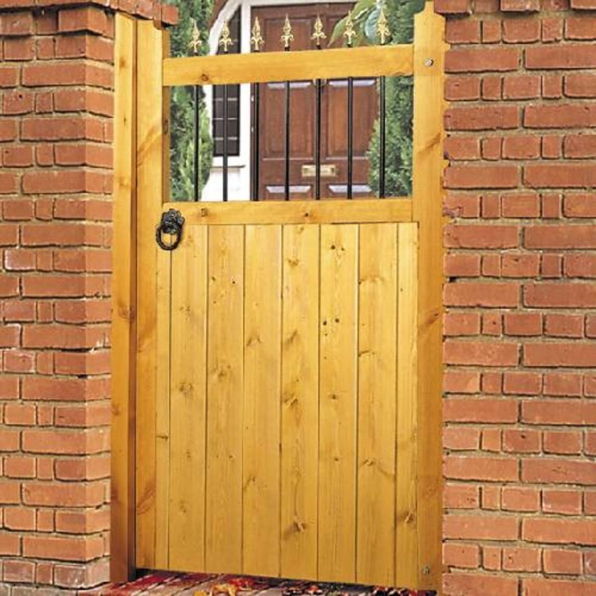 Wooden gates - Tall single side entrance wooden gates - Vertifleur side gate