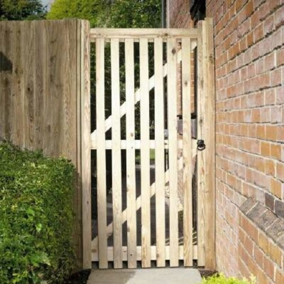 Wooden gates - Tall single side entrance wooden gates - Picket side gate