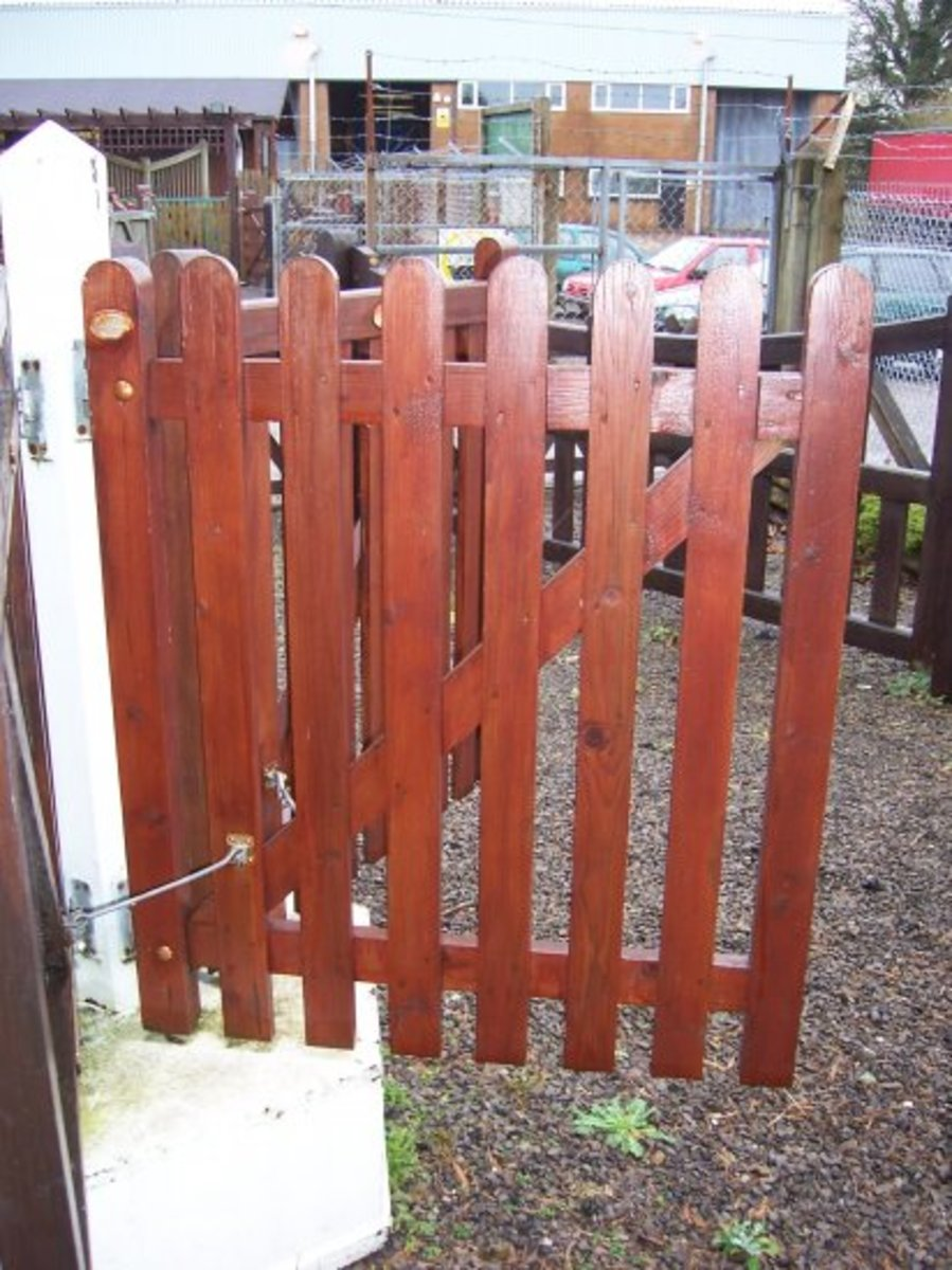 Wooden gates - Single wooden gates - Round top / Pointed palisade gate