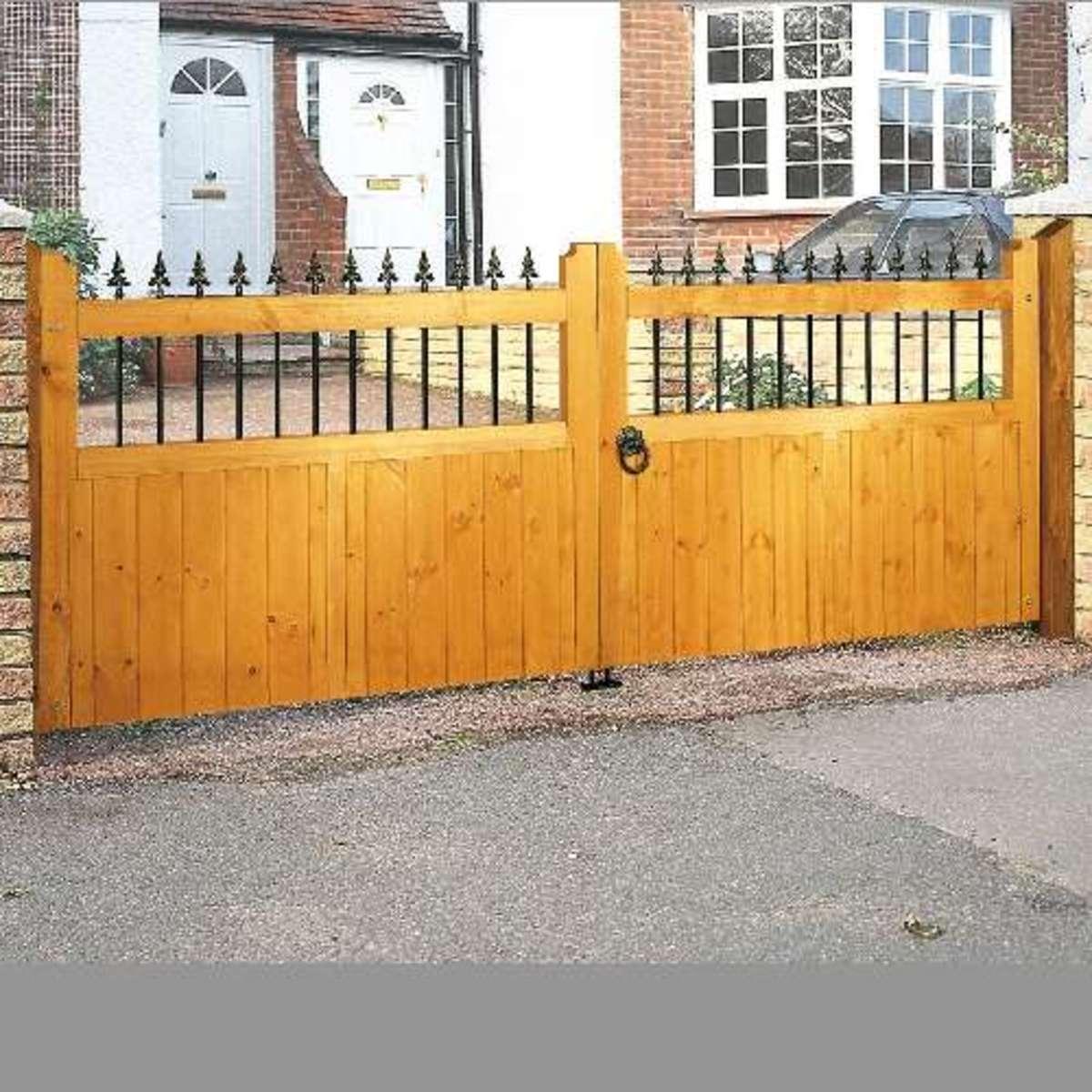 Wooden gates - Wooden driveway gates - Vertifleur double gate