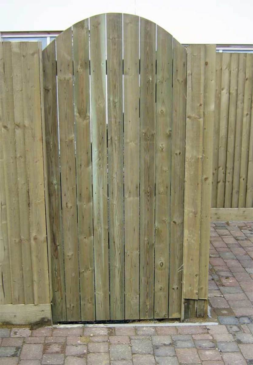 Wooden gates - Tall single side entrance wooden gates - Devon bow top gate