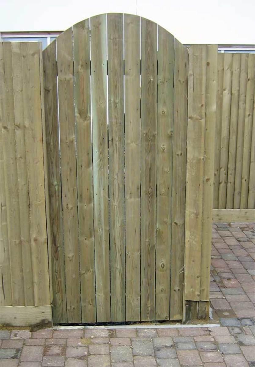 Wooden gates - Tall single side entrance wooden gates - Devon bow top gate