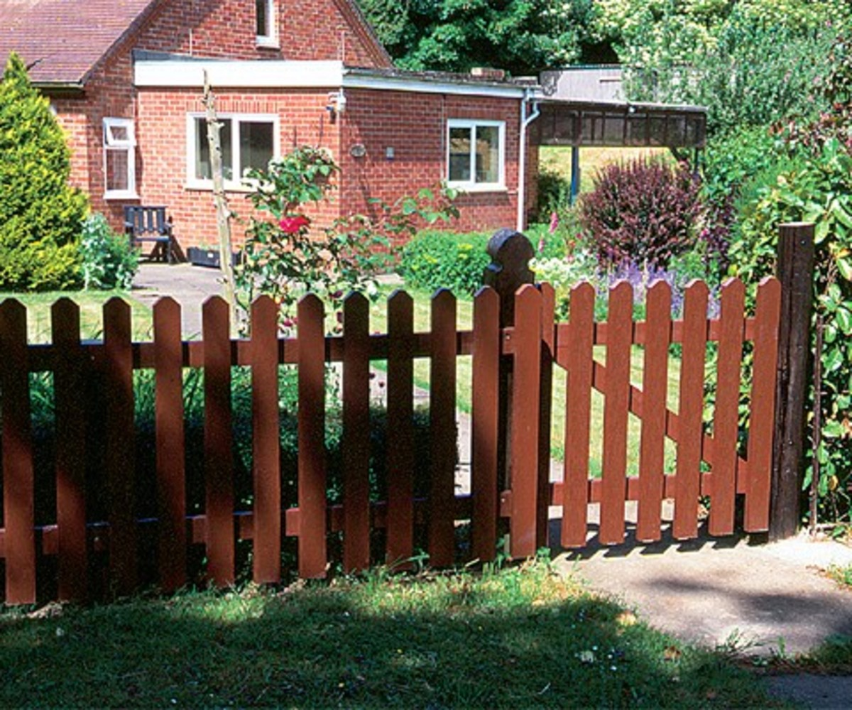 Recycled plastic picket gate