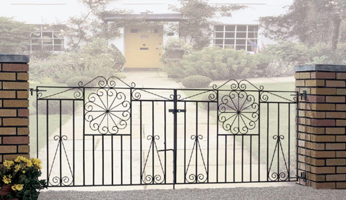 Wrought Iron gates - Iron driveway gates - Edinburgh double gate