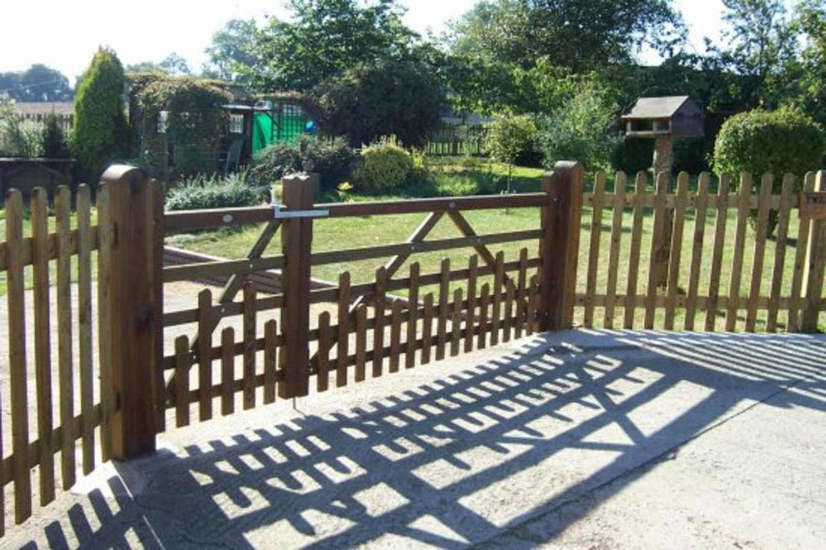 Wooden gates - Wooden driveway gates - Five bar gate with palisade infil