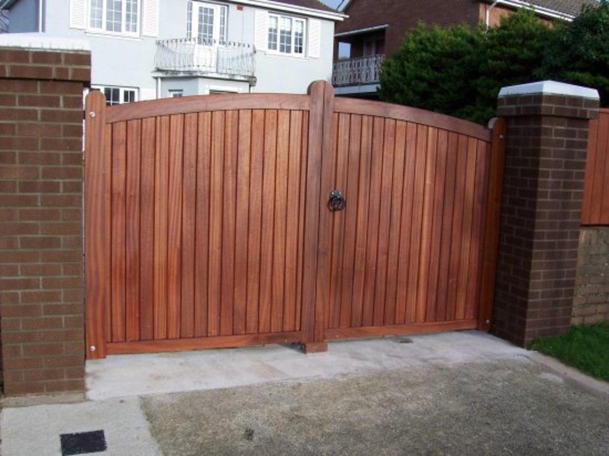 Wooden gates - Wooden driveway gates - Flaxley gate