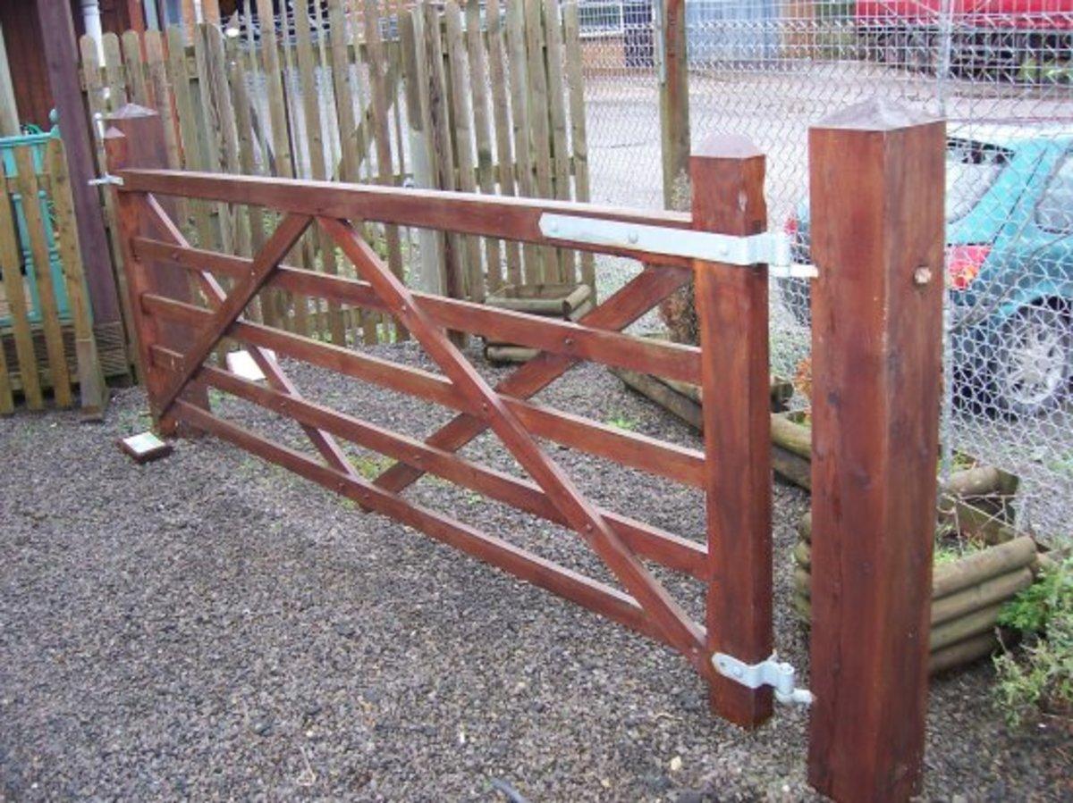 Wooden gates - Wooden driveway gates - Paddock gate