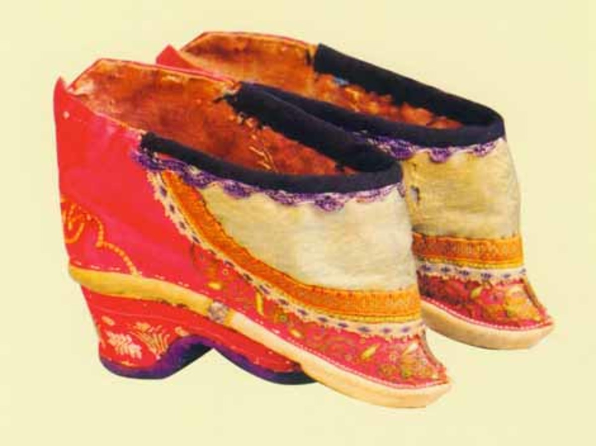 Silk Embroidered Arched Shoes